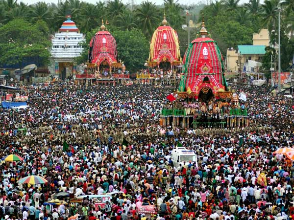 Huge crowd gathers outside Puri's Jagannath Temple