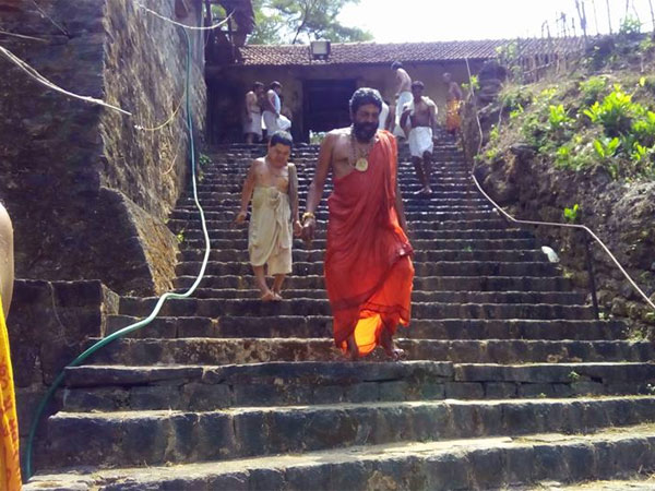 Preparations underway for last rites of Shiroor Mutt seer