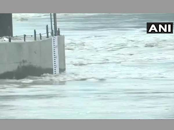 Yamuna river continues to flow above danger mark, Army on standby