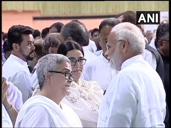 PM Modi interacting with AB vajpayee's family