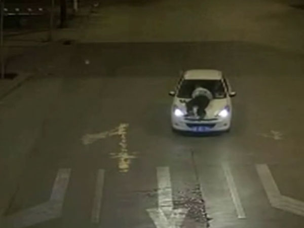Drunk car driver picks cop on bonnet and runs for 5 km