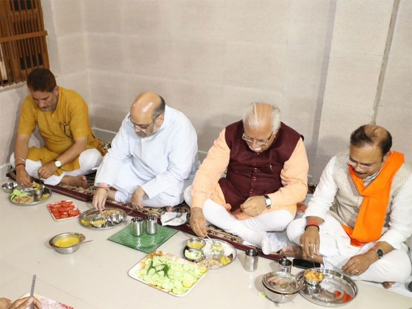 Amit Shah having food at Dalit Party worker
