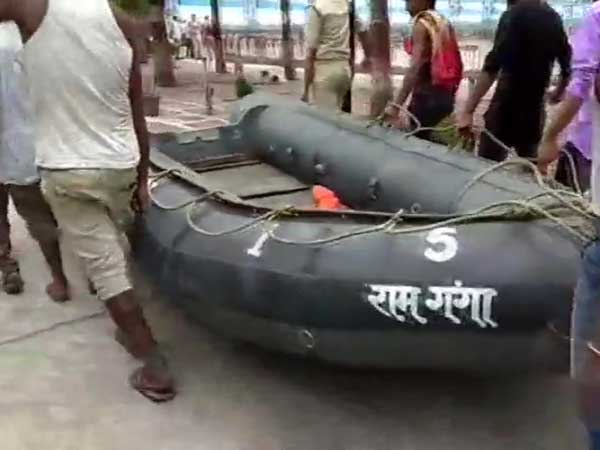 Boat capsizes in Ganga river, 14 rescued