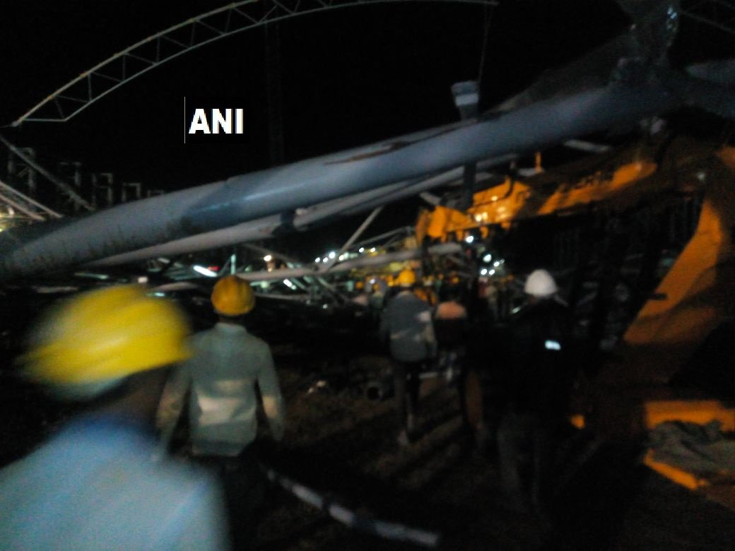 Karnataka: Six dead after a crane collapses in Kalaburagi (Image courtesy - ANI/Twitter)