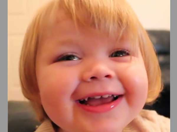 When we see babies talk, it gives us a heavenly pleasure and the cute girl in this video is no exception.