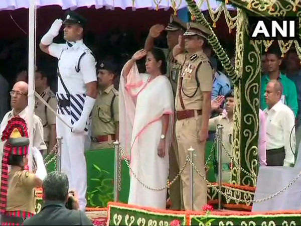 WB CM Mamata Banerjee hoists the national flag in Kolkata