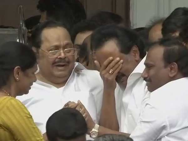 Karunanidhi will be buried at Marina, Stalin breaks down after Madras HCs verdict