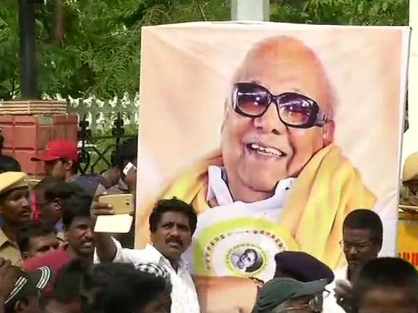 Karunanidhi no more: 2 dead, 33 injured in stampede Rajaji Hall in Chennai
