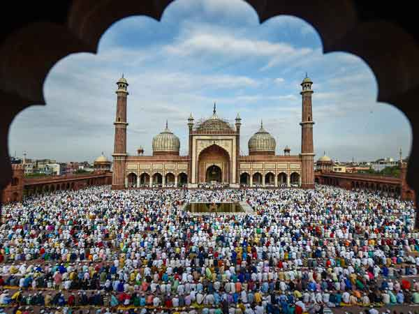Muslims around the world celebrate Eid al-Adha 2018 with prayers