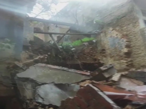 UP: Four rescued after 3-storey building collapses in Hulaganjin