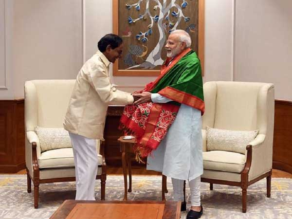 Modi-KCR meet: No talk on early polls