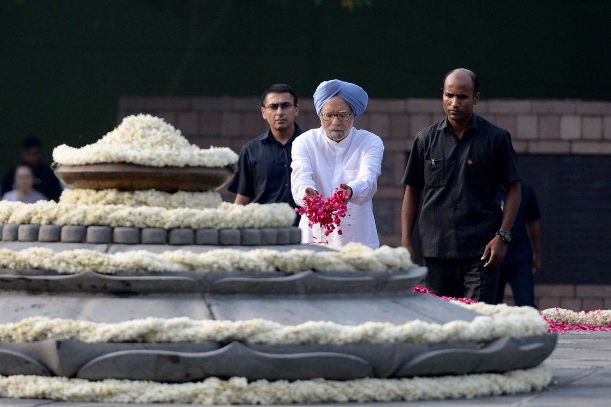 Congress top leaders pay tribute