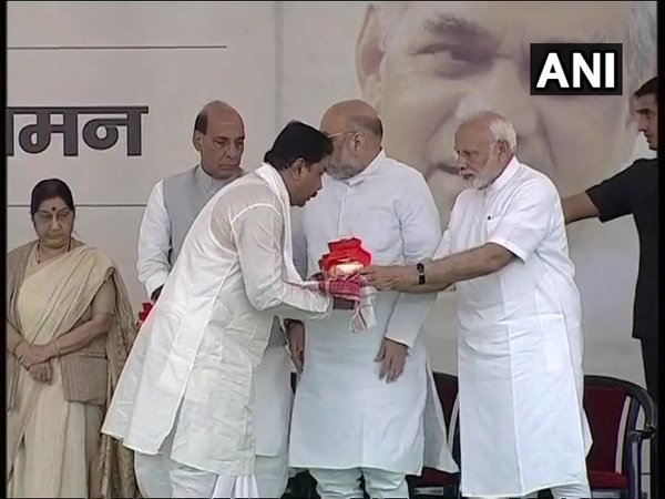 PM Modi, Shah hand over Vajpayees ashes to state party chiefs on Wednesday