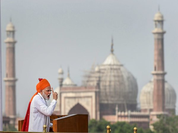 Modi addressing from ramparts of Red Fort