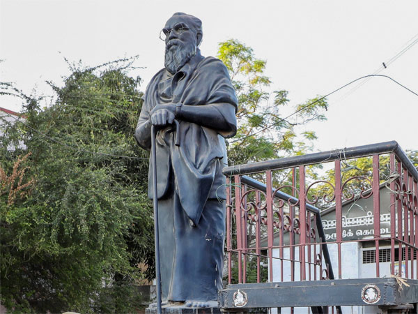 Where is Periyar buried?