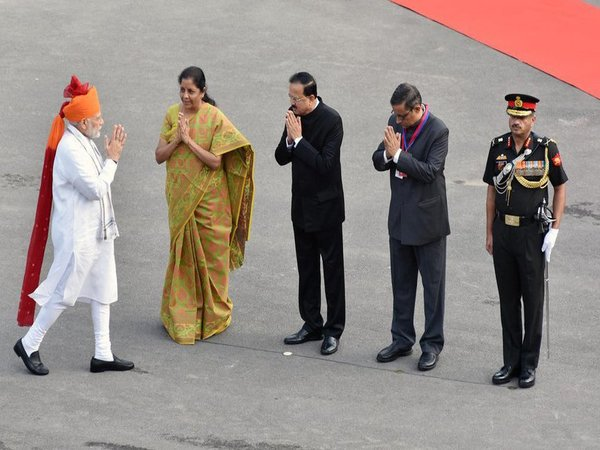 PM Modi being welcomed by Raksha Mantri and other dignitaries upon his arrival at Red Fort in Delhi. Courtesy: @PIB_India