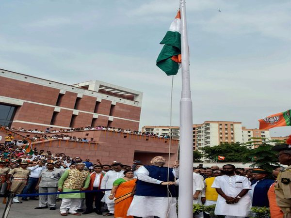 BJP chief Amit Shah hoists flag on the occasion of 72nd Independence Day. Photo credit: PTI
