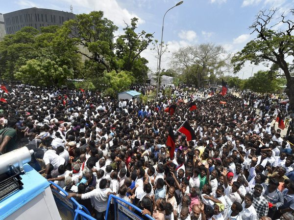 DMK party workers throng Rajaji Hall
