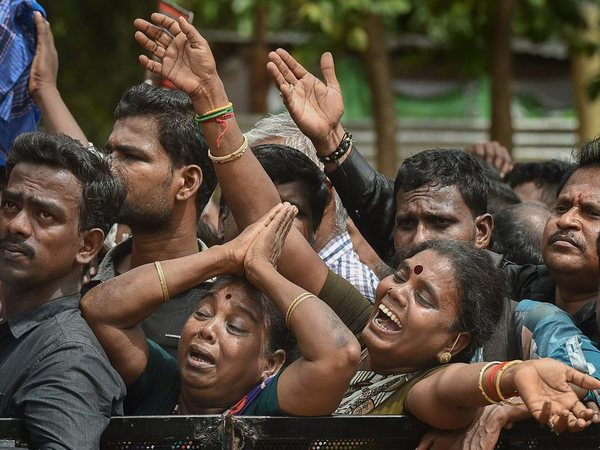 DMK workers mourn