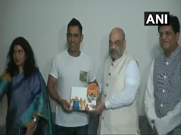 Amit Shah meets MS Dhoni (Image courtesy - ANI/Twitter)