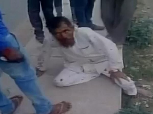 Video grab shows the attack on dairy farmer Pehlu Khan in Alwar district on April 1. (File photo)