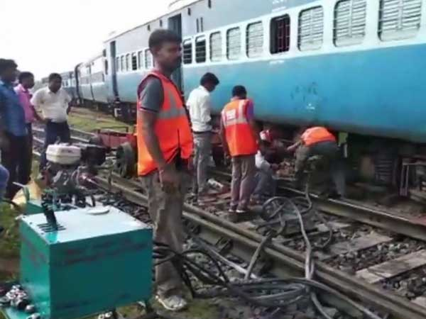 Bihar: Three coaches of Darbhanga-Kolkata Express derails, no reports of casualities