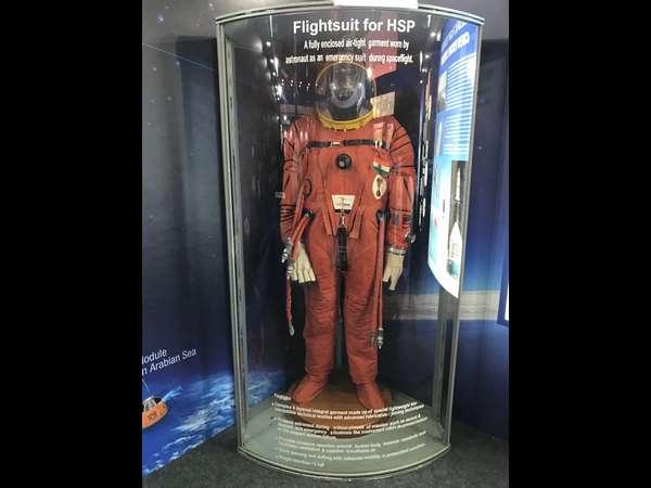 [ISRO displays space suits and space capsule of 'gaganyaan 2022' in Bengaluru]