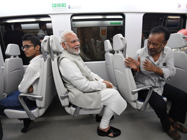 pm mODI TAKES A mETRO RIDE IN NEW DELHI