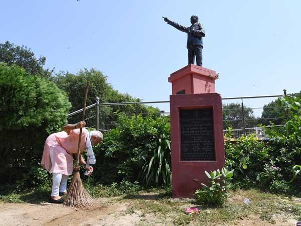 In PICS: Swachhata Hi Seva: PM Modi cleans school premises in Delhi