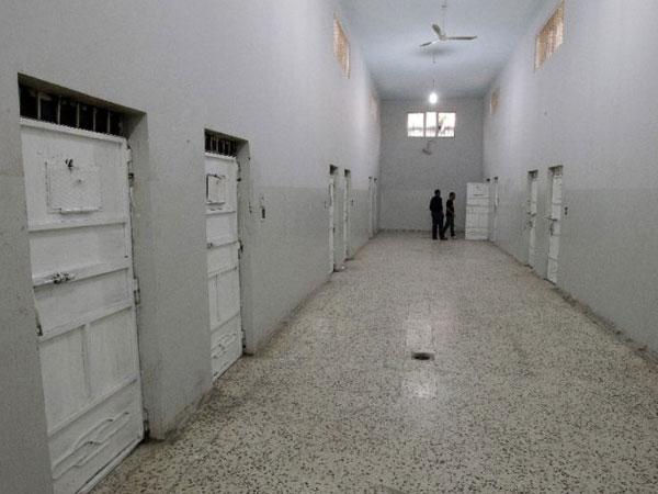 100s escape prison near Libya's Tripoli