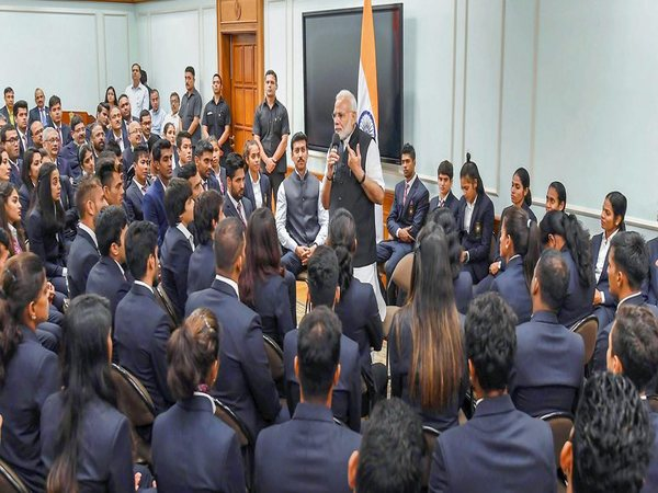 PM Modi urges Asiad medal winners to strive for Olympic gold