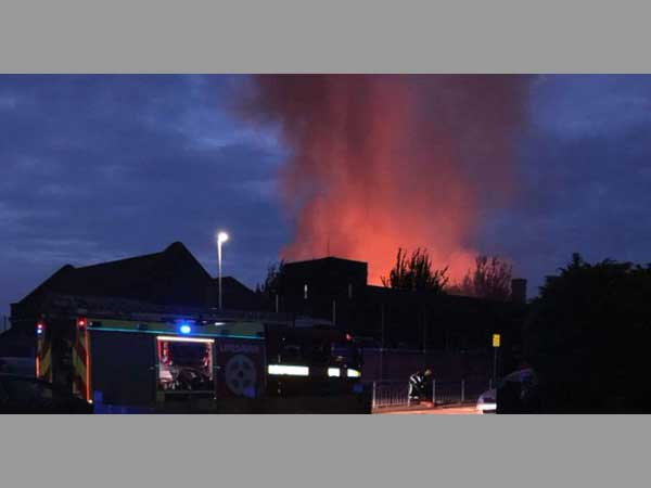 UK: Fire breaks out at primary school in Dagenham