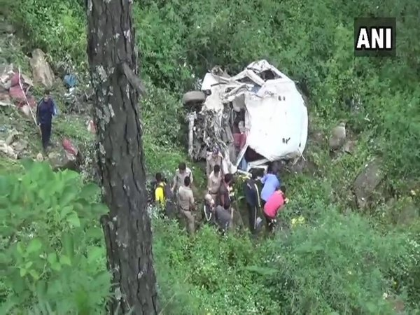 Van falls into a gorge in Uttarkashi (Image credit - ANI/Twitter)