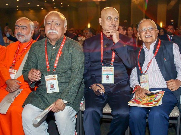 RSS Chief Mohan Bhagawat with Anupam Kher at World Hindu Congress 2018
