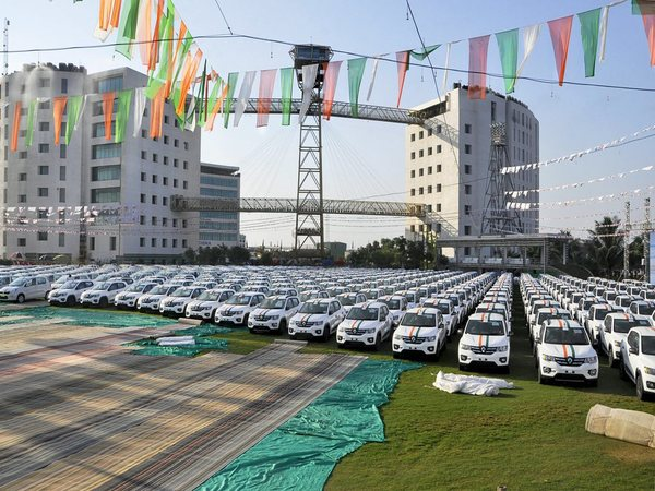 600 cars to be gifted by diamond merchant Savji Dholakia to his employees on the ocassion of Diwali (image courtesy - PTI)