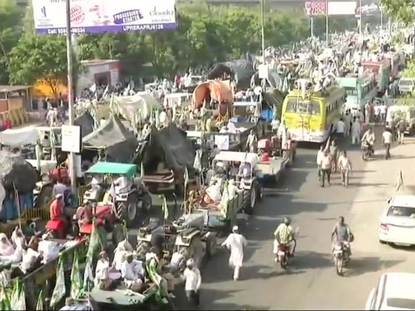 Farmers gather at Delhi-UP border during Kisan Kranti Padyatra. Courtesy: ANI news