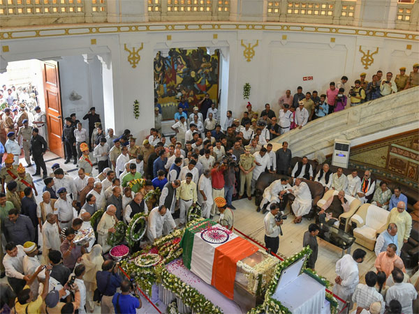 Top BJP leaders pay homage to ND Tiwari; Congress accuses appropriating legacy
