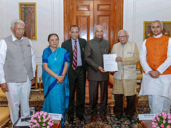 Committee of Governors, constituted during Governors' Conference 2018, submits its report 'Approach to Agriculture — A Holistic Overview' to President Ramn Nath Kovind at Rashtrapati Bhavan in New Delhi
