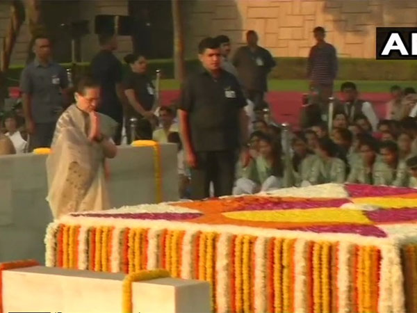 Sonia Gandhi pays homage to Father of the Nation