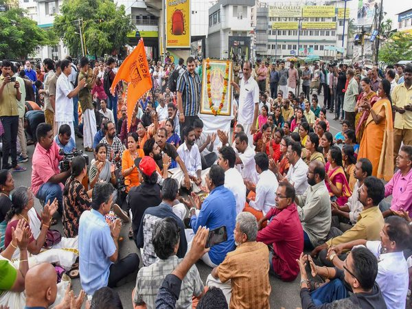 Thousands protest Sabarimala order, devotees threaten suicide in Kerala