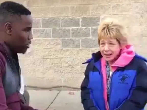How these two men treated the elderly woman has deeply touched the Internet