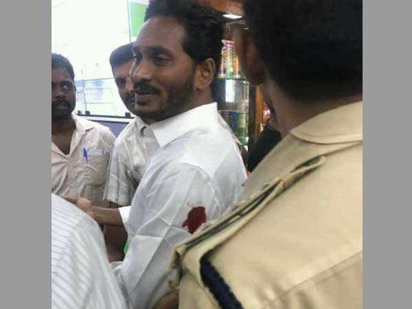 Jagan Mohan Reddy attacked at Vizag airport