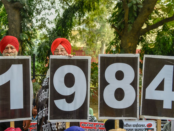 Family members of the victims of 1984 anti-Sikh riots stage a protest at Jantar Mantar, in New Delhi, Thursday, Nov 1, 2018. (PTI Photo