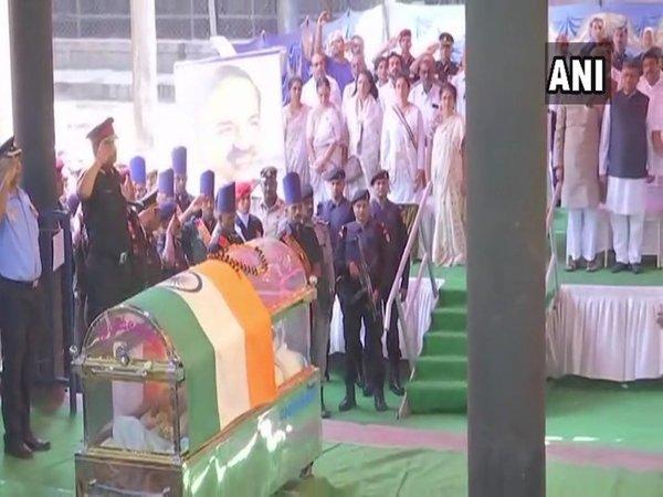 Ananth Kumar's demise Updates: Narayan Murthy, Puneeth Rajkumar among those who paid homage
