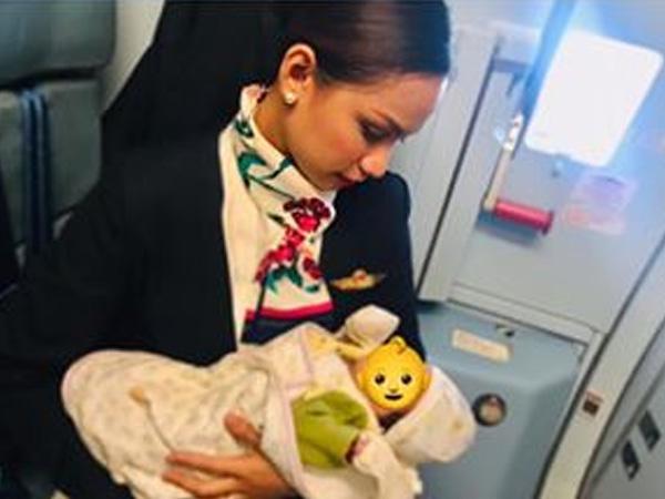 Flight attendant breastfeeds passenger's baby on board, hailed as 'hero'