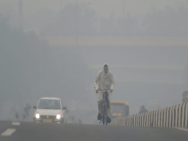 Air quality in Delhi oscillated between