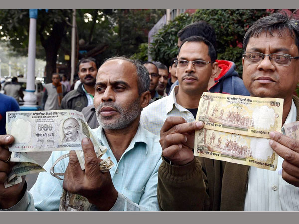 Disappointed people shows their old currency notes which they could not exchange at the RBI office closed for the day in Kolkata (2016-12-31). PTI file photo