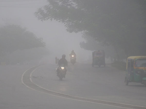Delhi: Air quality improves slightly; back to poor category