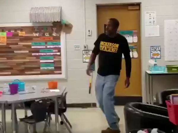 Kindergarten kids sing 'Happy Birthday' in sign language to greet deaf school janitor