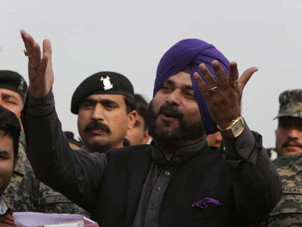 Sidhus border hopping, new found love for Pakistan leaves Amarinder Singh in a fix